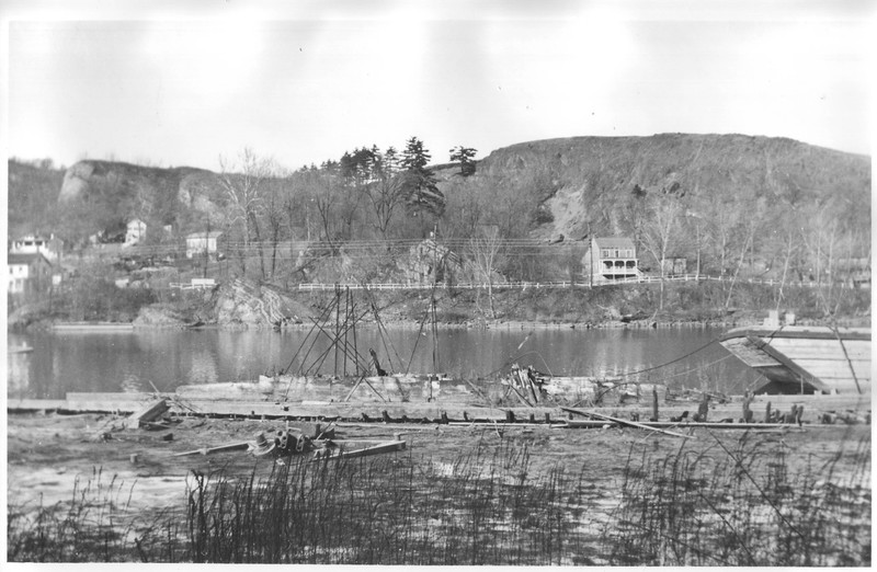 Mary Powell walking beam in the mud along Rondout Creek. 1931-1932. Donald C. Ringwald Collection, Hudson River Maritime Museum.