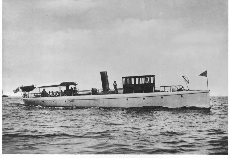 Yacht Vamoose, designed by Herreshoff, which tried to race Mary Powell. Donald C. Ringwald Collection, Hudson River Maritime Museum.
